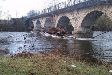 L'embacle du pont de Saint Agnan démantelé.